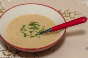 Photo de recette de soupe de panais, facile, rapide, bio, bacon, léger, velouté de panais, soupe aux légumes oubliés,  Kilomètre-0, blog de cuisine réalisée à partir de produits locaux et issus de circuits courts