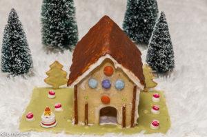 Photo de recette de gingerbread, maison en pain d'épices, biscuit, maison, enfant, Noël, original, fête, anniversaire, Kilomètre-0, blog de cuisine réalisée à partir de produits locaux et issus de circuits courts