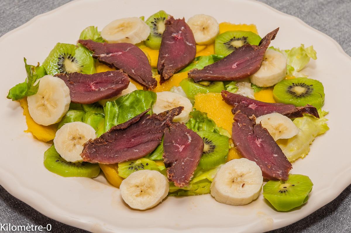 Photo de recette de salade, magret de canard, séché, fumé, banane, mangue, kiwi, facile, léger, rapide, bio, Kilomètre-0, blog de cuisine réalisée à partir de produits locaux et issus de circuits courts