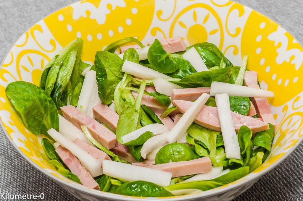 Photo de recette de salade, mache, radis noir, cervelas, facile, bio, léger, rapide de Kilomètre-0, blog de cuisine réalisée à partir de produits locaux et issus de circuits courts