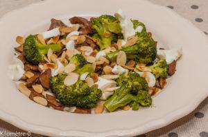 Photo de recette de poêlée, brocolis, champignons, amandess, mozzarella, facile, rapide, léger de Kilomètre-0, blog de cuisine réalisée à partir de produits locaux et issus de circuits courts