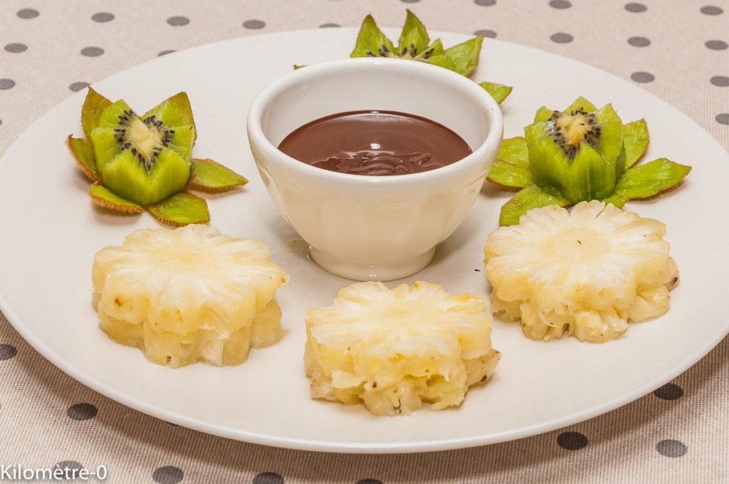 Photo de recette de fondue au chocolat, ananas, kiwi, bio, léger, facile, rapide de Kilomètre-0, blog de cuisine réalisée à partir de produits locaux et issus de circuits courts