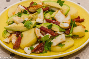 Photo de recette de salade encornet, avocat, pomme de terre, chorizo, facile, rapide, légère de Kilomètre-0, blog de cuisine réalisée à partir de produits locaux et issus de circuits courts