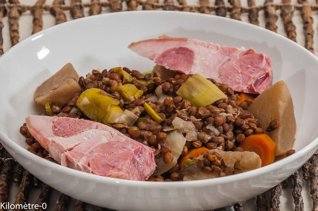 Photo de recette de lentilles, jambonneau, légumes, Kilomètre-0, blog de cuisine réalisée à partir de produits locaux et issus de circuits courts