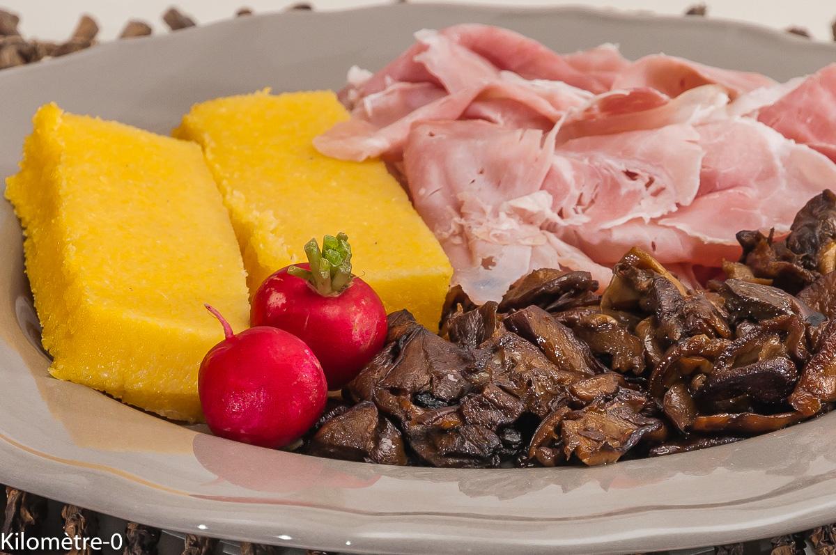 Photo de recette de polenta, jambon, cèpes, facile, rapide,  Kilomètre-0, blog de cuisine réalisée à partir de produits locaux et issus de circuits courts