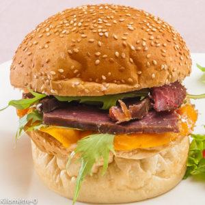 Photo de recette de burger au magret fumé, mangue et roquette, facile, rapide de Kilomètre-0, blog de cuisine réalisée à partir de produits locaux et issus de circuits courts
