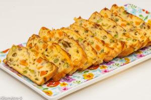 Photo de recette de cake, petits pois, carotte, comté de Kilomètre-0, blog de cuisine réalisée à partir de produits locaux et issus de circuits courts