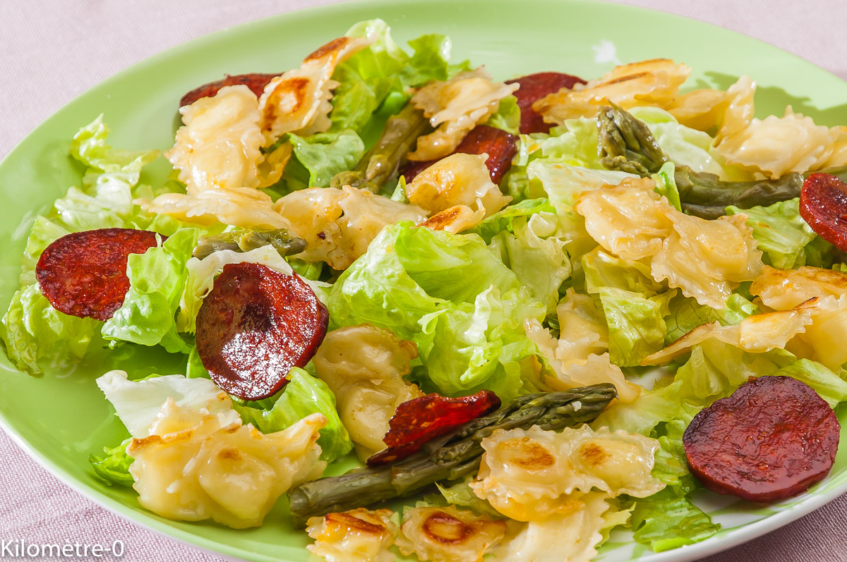 Photo de recette de salade facile, ravioles, chorizo, asperges vertes,  Kilomètre-0, blog de cuisine réalisée à partir de produits locaux et issus de circuits courts