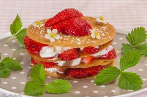 Photo de recette de  millefeuille très facile, fraises, chantilly, rapide, léger de Kilomètre-0, blog de cuisine réalisée à partir de produits locaux et issus de circuits courts