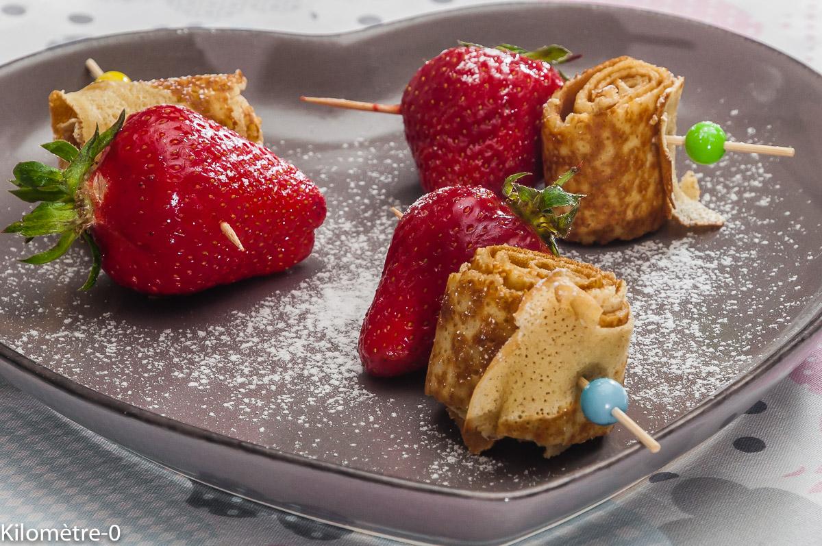 Photo de recette de crêpes, fraises, brochettes, bio, facile, rapide, léger de Kilomètre-0, blog de cuisine réalisée à partir de produits locaux et issus de circuits courts
