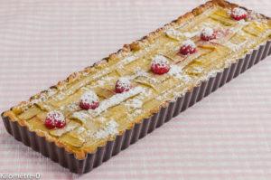 Photo de recette de tarte rhubarbe, crème, framboises de Kilomètre-0, blog de cuisine réalisée à partir de produits locaux et issus de circuits courts