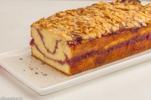 Photo de recette de cake, gâteaju, framboise, vanille, amandes, facile, rapide, yaourt, bio de Kilomètre-0, blog de cuisine réalisée à partir de produits locaux et issus de circuits courts