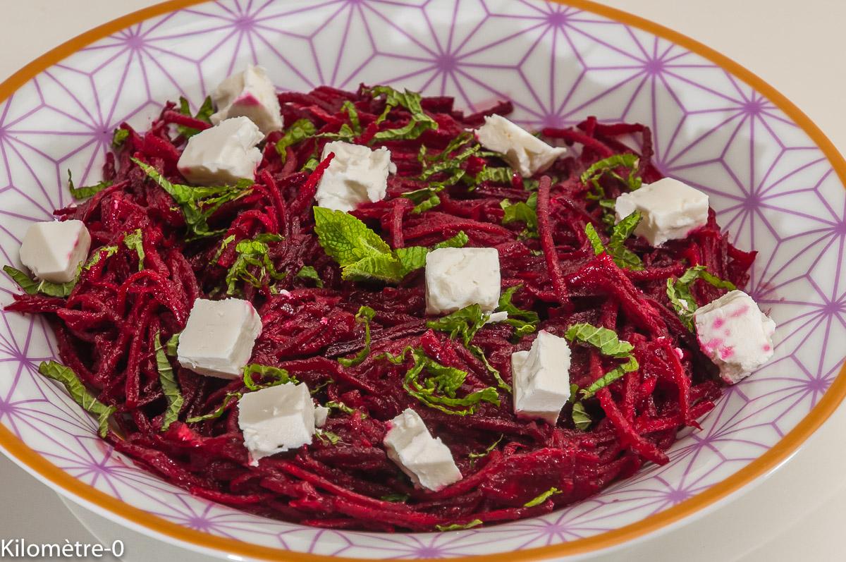 Photo de recette de salade, betteraves rouges crues, fêta, menthe, facile, bio, léger, rapide, Kilomètre-0, blog de cuisine réalisée à partir de produits locaux et issus de circuits courts