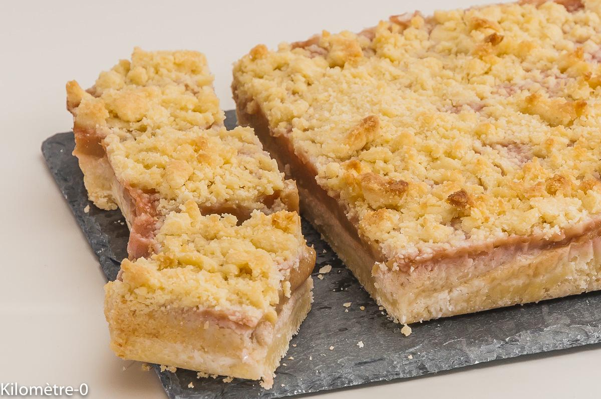 Photo de recette de gâteau, rhubarbe, amande, carré, facile, léger, bio de Kilomètre-0, blog de cuisine réalisée à partir de produits locaux et issus de circuits courts