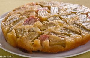 Photo de recette de  gâteau à la rhubarbe, tatin, facile, rapide, léger, bio de Kilomètre-0, blog de cuisine réalisée à partir de produits locaux et issus de circuits courts