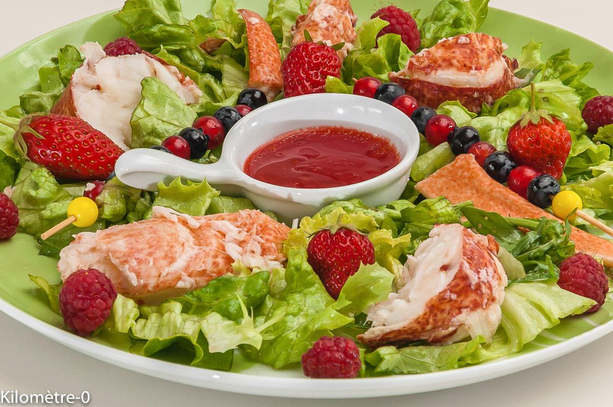 Photo de recette de salade, homard, fruits rouges, fraise, myrtilles, groseilles, facile, rapide, légère, roquette, été, Kilomètre-0, blog de cuisine réalisée à partir de produits locaux et issus de circuits courts