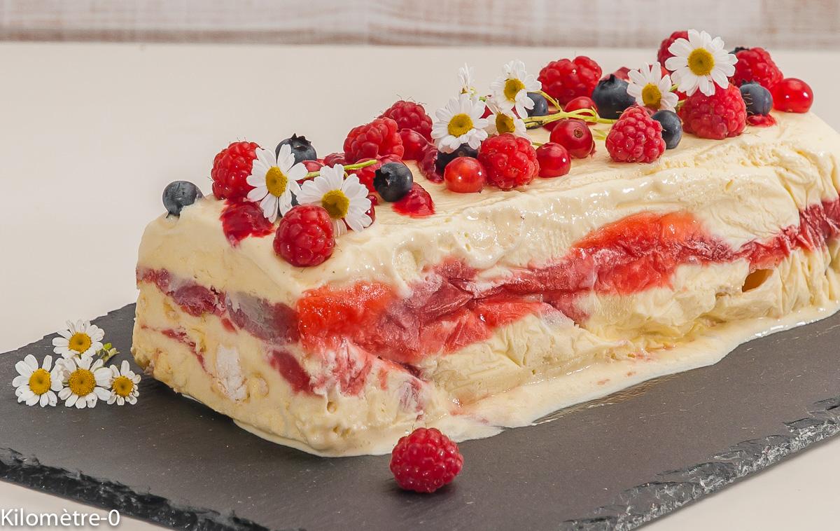 Photo de recette de semifreddo, fraise, rhubarbe, de Kilomètre-0, blog de cuisine réalisée à partir de produits locaux et issus de circuits courts
