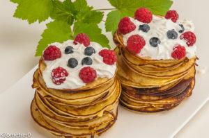 Photo de recette de pancakes, fruits rouges, chantilly de Kilomètre-0, blog de cuisine réalisée à partir de produits locaux et issus de circuits courts
