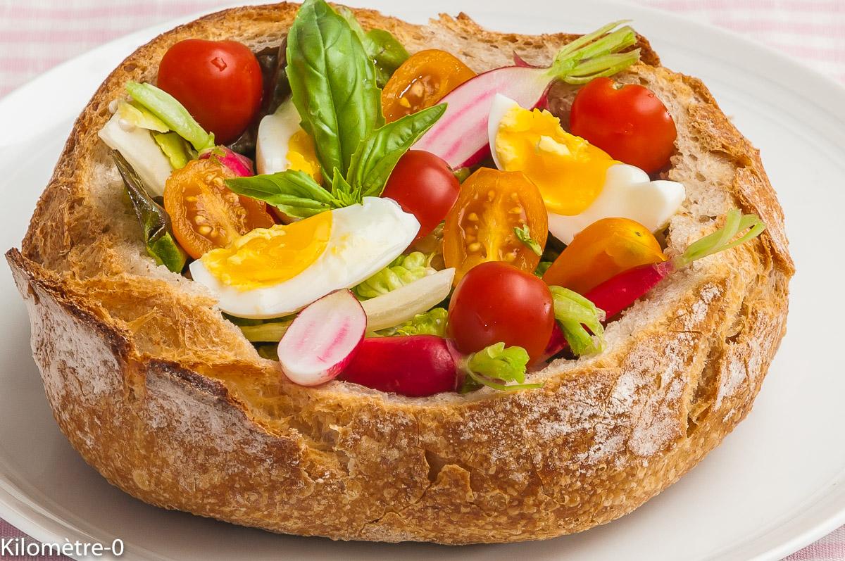 Photo de recette de pain fourré, pain garni, salade d'été, facile, pain apéro, facile, tomate, oeuf, dinde de Kilomètre-0, blog de cuisine réalisée à partir de produits locaux et issus de circuits courts