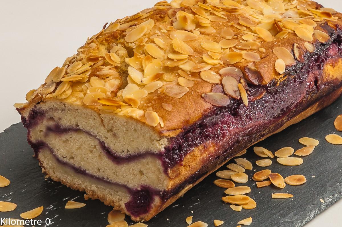 Photo de recette de gâteau du matin, cerises, amandes, facile, vanille, yaourt, bio de Kilomètre-0, blog de cuisine réalisée à partir de produits locaux et issus de circuits courts