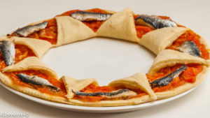 Photo de recette de pizza, tomate, sardine, facile, de  Kilomètre-0, blog de cuisine réalisée à partir de produits locaux et issus de circuits courts