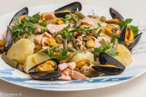 Photo de recette de salade, pommes de terre, salicorne, moules, saumon de Kilomètre-0, blog de cuisine réalisée à partir de produits locaux et issus de circuits courts
