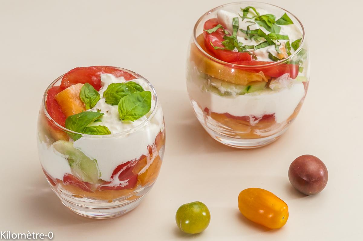 Photo de recette de verrine-tomate-concombre-burrata-melon de Kilomètre-0, blog de cuisine réalisée à partir de produits locaux et issus de circuits courts