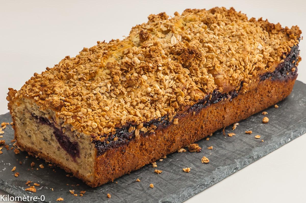 Photo de recette de gâteau du matin, coulis de mûres, graines de chia, facile, bio, muesli de Kilomètre-0, blog de cuisine réalisée à partir de produits locaux et issus de circuits courts