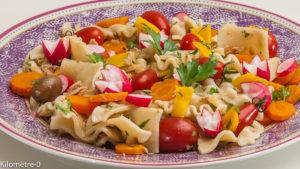 Photo de recette de salade, pâtes, thon, radis, olives, légumes, tomates, carottes, facile, légère, été de Kilomètre-0, blog de cuisine réalisée à partir de produits locaux et issus de circuits courts