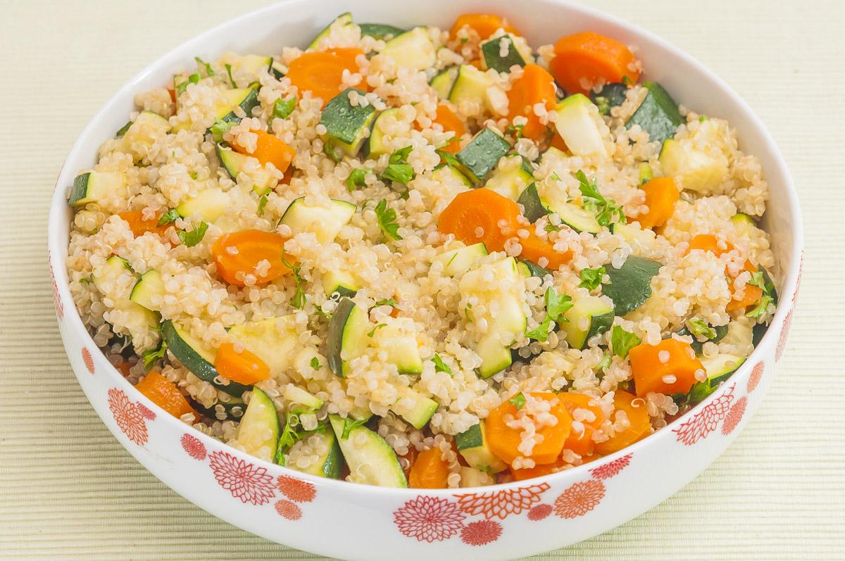Photo de recette de salade de quinoa, courgette, carotte de Kilomètre-0, blog de cuisine réalisée à partir de produits locaux et issus de circuits courts