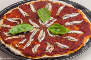 Photo de recette de pizza aux anchois de Kilomètre-0, blog de cuisine réalisée à partir de produits locaux et issus de circuits courts