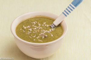 Photo de recette de soupe de courgettes, graines de tournesol de Kilomètre-0, blog de cuisine réalisée à partir de produits locaux et issus de circuits courts