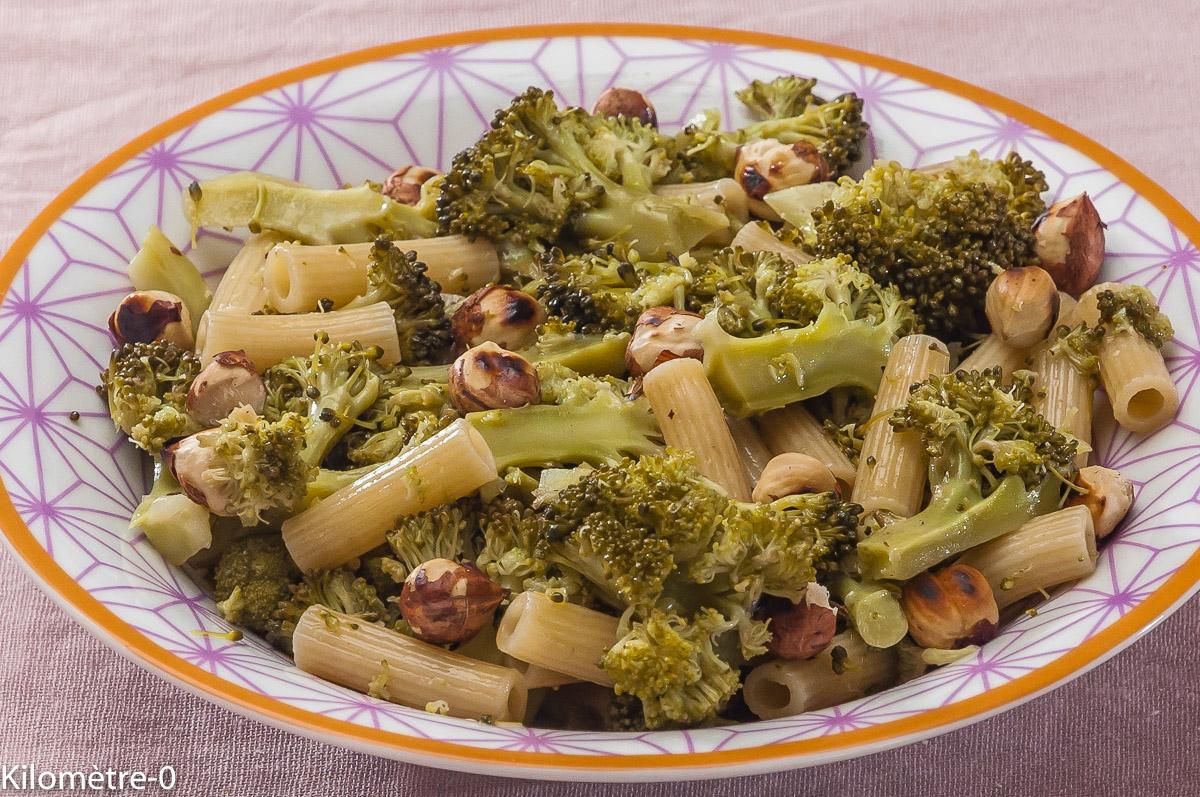 Photo de recette de salade de pâtes, brocolis, noisettes, facile, rapide, four vapeur de Kilomètre-0, blog de cuisine réalisée à partir de produits locaux et issus de circuits courts