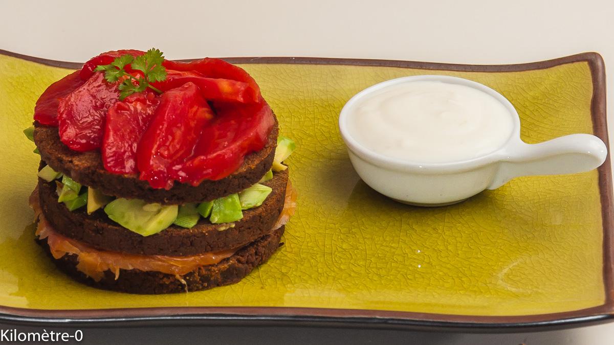 Photo de recette de millefeuille, farz, avocat, saumon, tomates, facile, rapide de Kilomètre-0, blog de cuisine réalisée à partir de produits locaux et issus de circuits courts