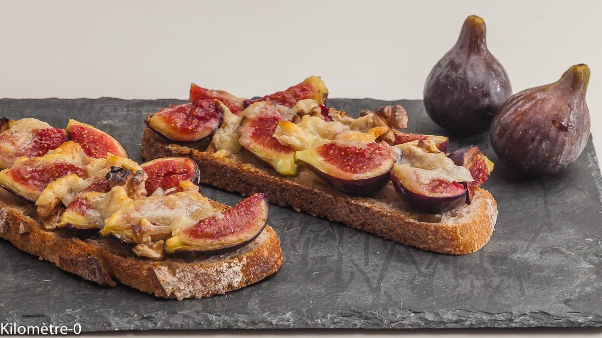 Photo de recette de tartine, figues, noix, pecorino de Kilomètre-0, blog de cuisine réalisée à partir de produits locaux et issus de circuits courts