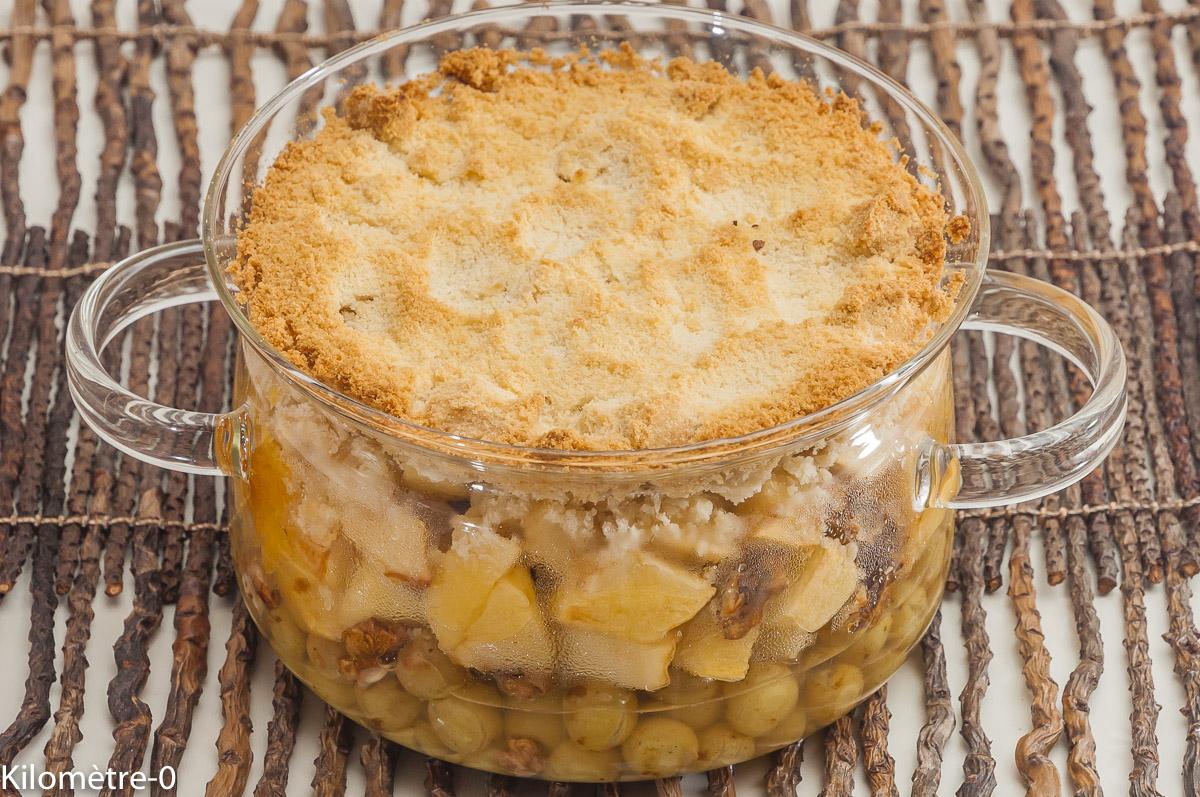 Photo de recette de crumble, pommes, raisins, noix de Kilomètre-0, blog de cuisine réalisée à partir de produits locaux et issus de circuits courts