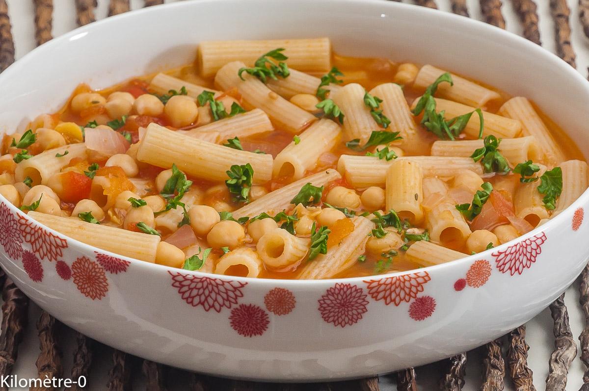 Photo de recette de soupe, pois chiches, tomates, pâtes, vegan de  Kilomètre-0, blog de cuisine réalisée à partir de produits locaux et issus de circuits courts