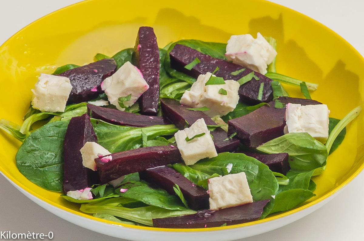 Photo de recette de salade, bio, mâche, betterave, fêta de Kilomètre-0, blog de cuisine réalisée à partir de produits locaux et issus de circuits courts
