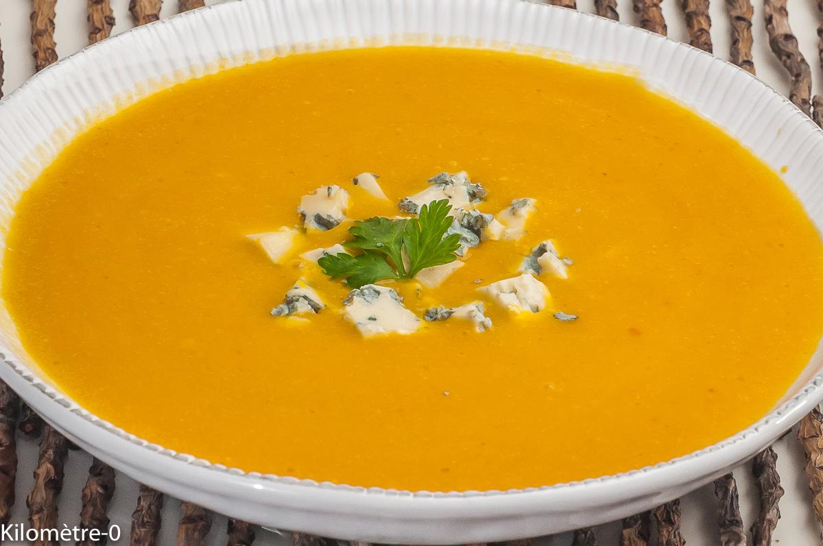 Photo de recette de  soupe de potimarron, fourme d'Ambert, facile, bio de Kilomètre-0, blog de cuisine réalisée à partir de produits locaux et issus de circuits courts