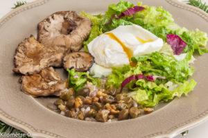 Photo de recette de coulemelles, oeuf poché, salade, câpres, noix de Kilomètre-0, blog de cuisine réalisée à partir de produits locaux et issus de circuits courts