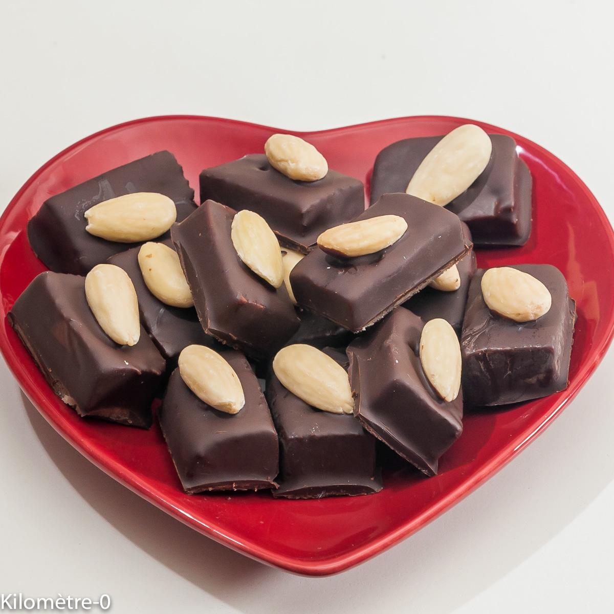 Photo de recette de bouchées, amandes, chocolat, facile, Noël, fait maison Kilomètre-0, blog de cuisine réalisée à partir de produits locaux et issus de circuits courts