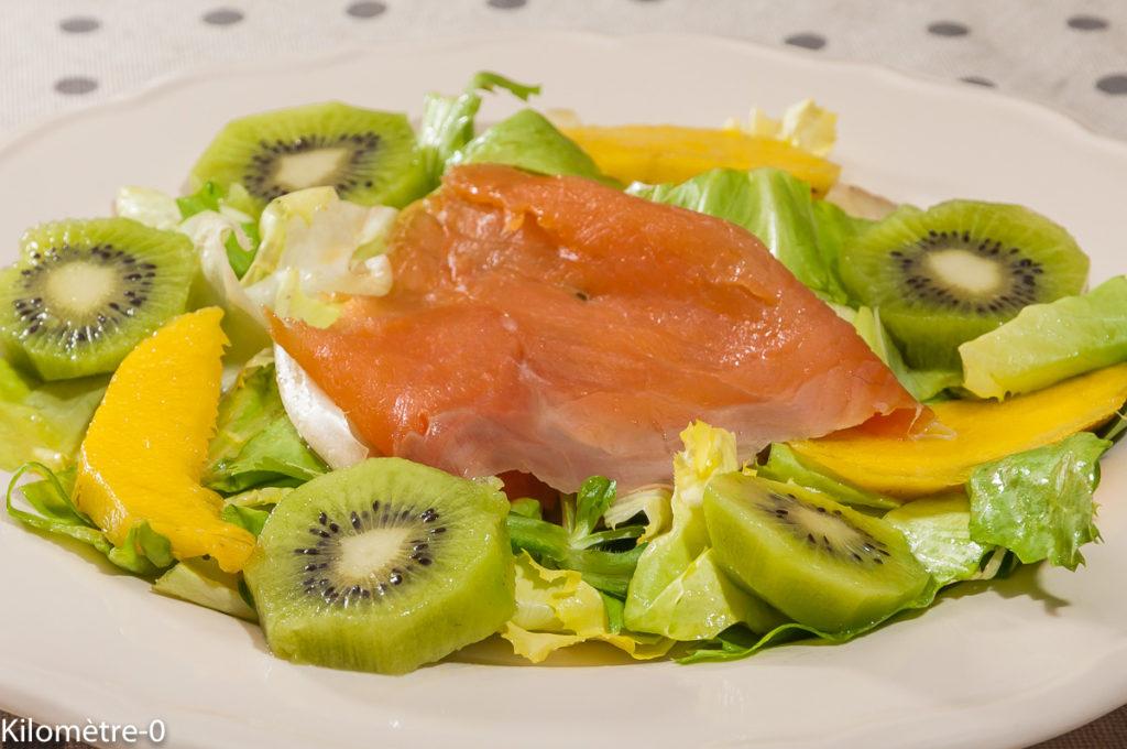 Photo de recette de salade de fruits, kiwi, mangue, truite fumée, saumon fumé de Kilomètre-0, blog de cuisine réalisée à partir de produits locaux et issus de circuits courts