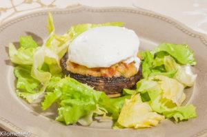 Photo de recette de champignons farcis, oeuf poché de Kilomètre-0, blog de cuisine réalisée à partir de produits locaux et issus de circuits courts