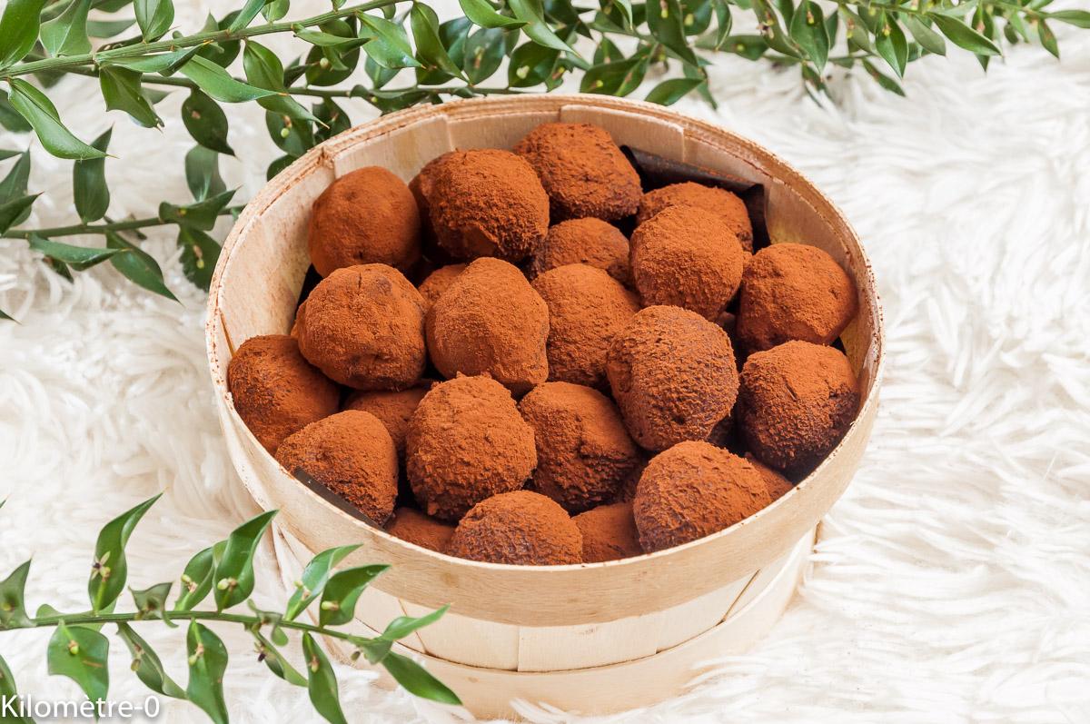 Photo de recette de  truffes au chocolat, marron, rhum, facile, rapide de Kilomètre-0, blog de cuisine réalisée à partir de produits locaux et issus de circuits courts