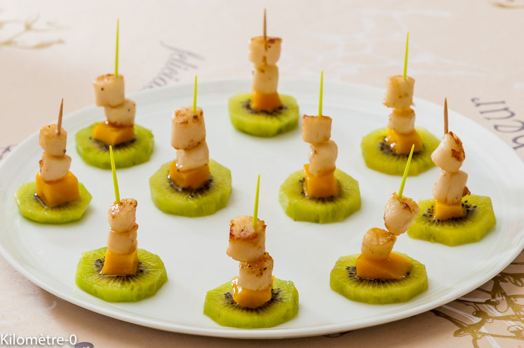 Photo de recette de brochettes de kiwis, pétoncles, saint jacques, mangue de  Kilomètre-0, blog de cuisine réalisée à partir de produits locaux et issus de circuits courts