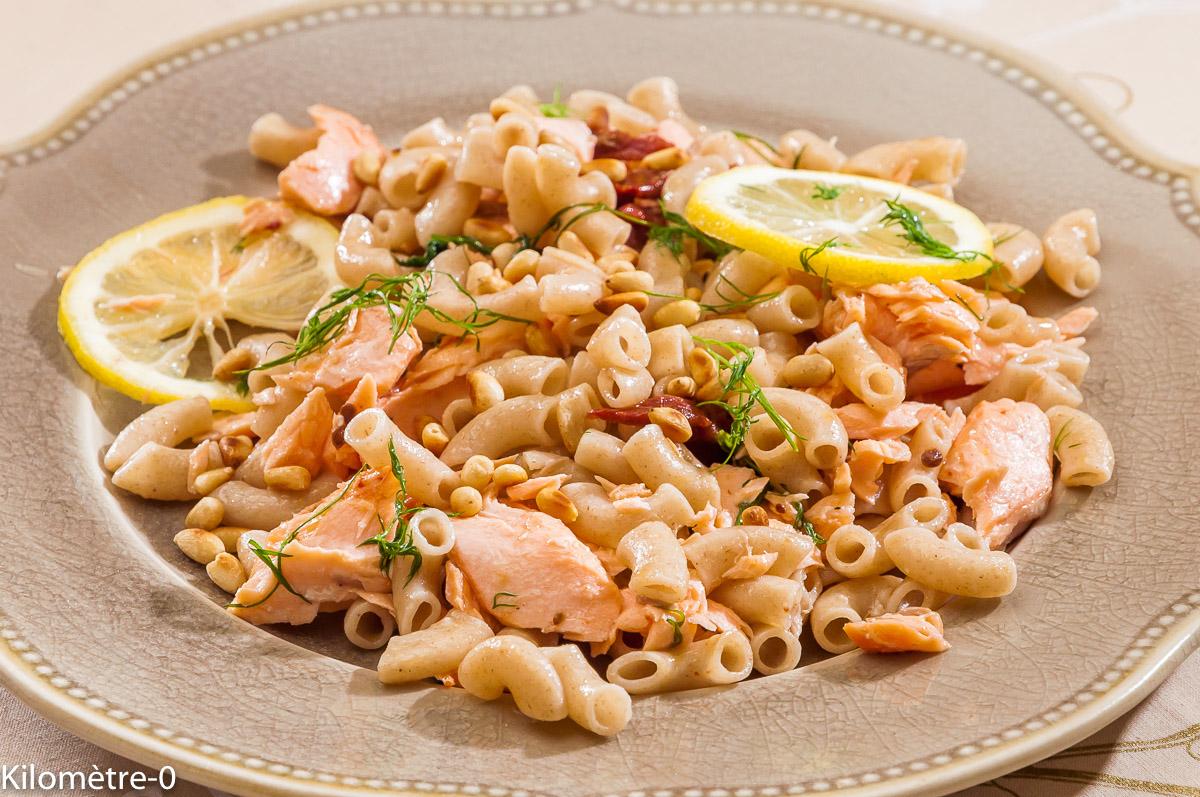 Photo de recette de pâtes au saumon facile de  Kilomètre-0, blog de cuisine réalisée à partir de produits locaux et issus de circuits courts