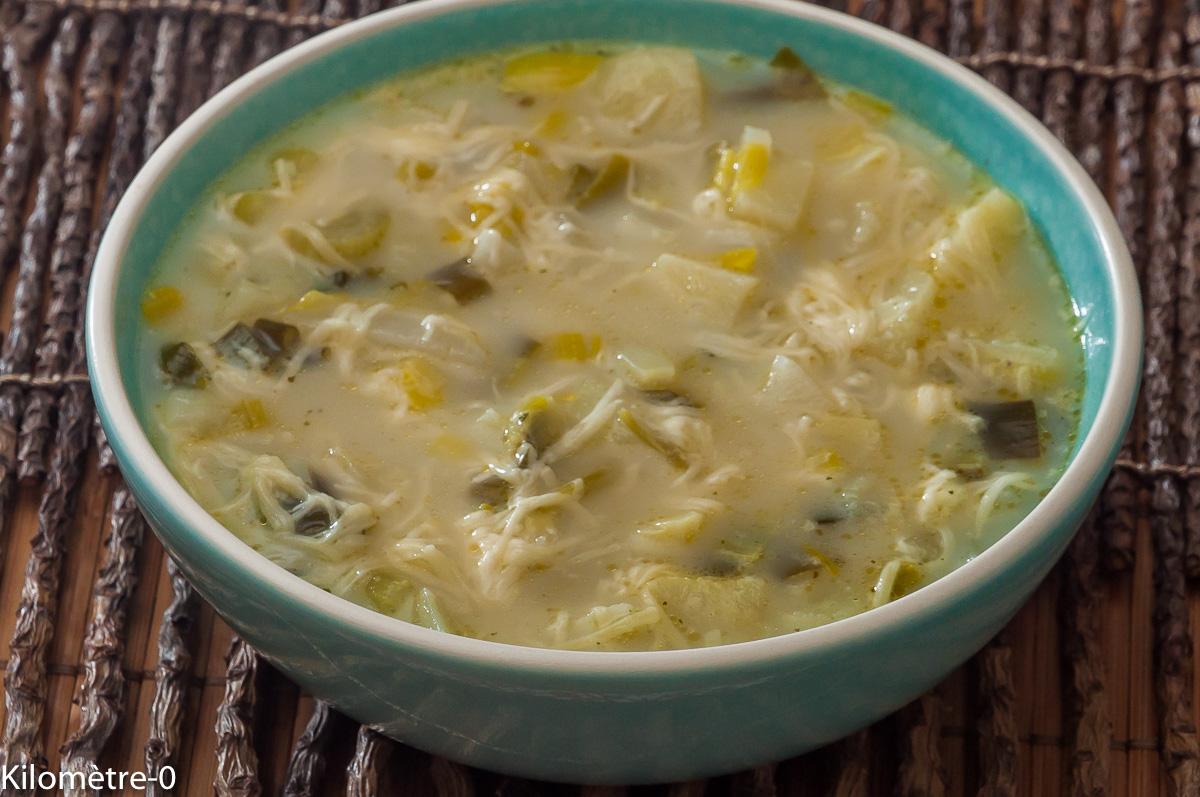 Photo de recette de soupe suisse, légumes, pomme de terre, gruyère, poireaux de  Kilomètre-0, blog de cuisine réalisée à partir de produits locaux et issus de circuits courts