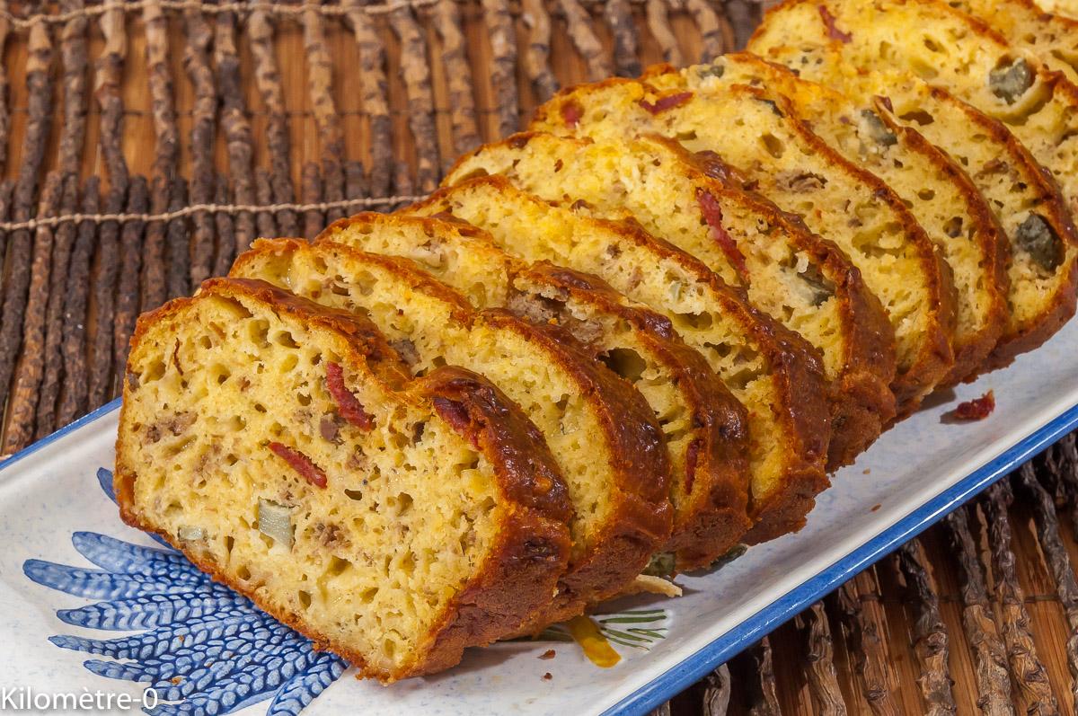 Photo de recette de cake, pâté, chorizo, cornichons, fromage de Kilomètre-0, blog de cuisine réalisée à partir de produits locaux et issus de circuits courts