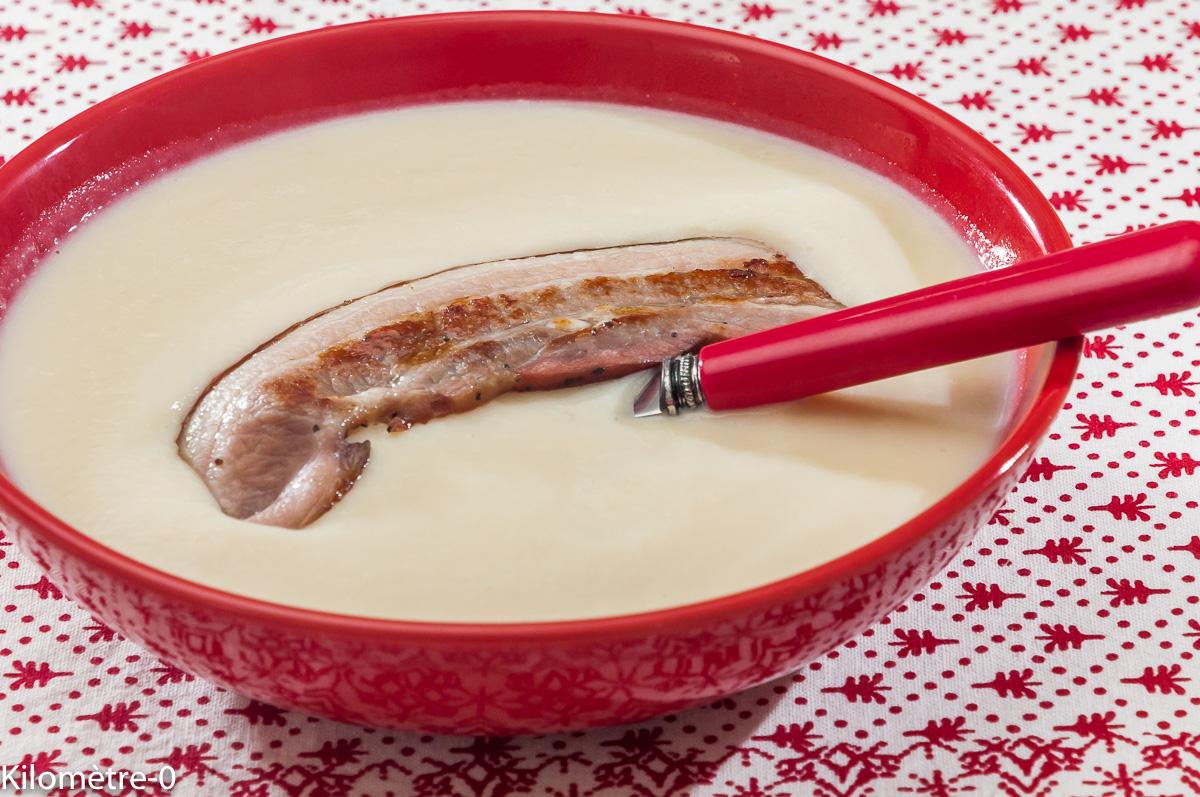 Photo de recette de soupe, velouté, potage, chou fleur, bio, léger, de Kilomètre-0, blog de cuisine réalisée à partir de produits locaux et issus de circuits courts