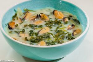 Photo de recette de soupe, moules, épinards de Kilomètre-0, blog de cuisine réalisée à partir de produits locaux et issus de circuits courts